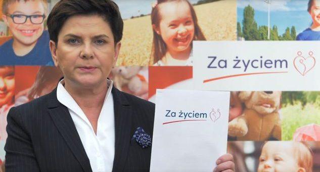 """Rząd proponuje jednorazowo 4 tysiące złotych dla matek, które urodzą pomimo uszkodzenia płodu. PIS pracuje nad nową ustawą """"Za Życiem""""."""