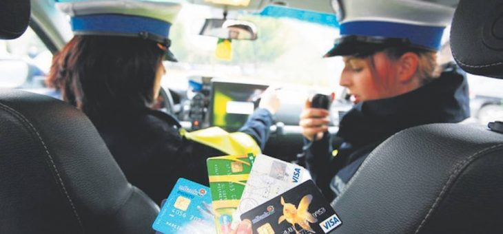 Terminale w radiowozach. Już niedługo za mandat będzie można zapłacić kartą u policjanta.